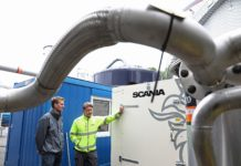 LINKÖPING, SWEDEN 20170920 In collaboration with Linköping-based energy recovery specialists Tekniska verken, Scania Engines is currently testing one of its engines using raw gas, biogas which is 'untreated'. From left: Sören Nilsson Påledal (engineer, Tekniska Verken) and Mikael Wollschläger (engineer, Scania Engines).
